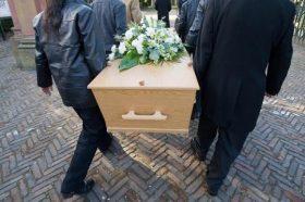 Сопругот платил да ја убијат, а таа се појавила на сопствениот погреб