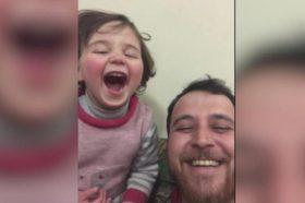 Снимка од Сирија која ќе ви го скрши срцето: Таткото ја научил ќерката да се смее секојпат кога ќе слушне бомба (ВИДЕО)