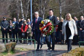 Владини делегации положија венци свежо цвеќе на гробот на поранешниот претседател Борис Трајковски