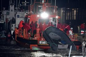 Шпанската поморска служба за спасување трага по 143 исчезнати мигранти