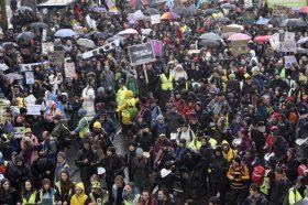 Илјадници граѓани во Бристол протестираа против климатските промени
