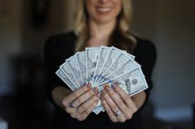 Љубов или пари: Овие хороскопски знаци ќе ги изберат парите!