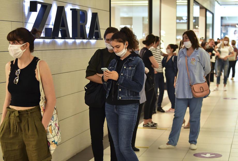 сити мол скопје луѓе маски