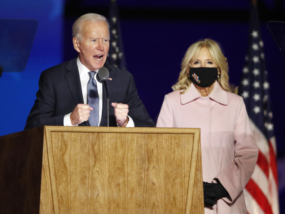 Демократскиот претседателски кандидат Џо Бајден со сопругата Џил се обратија до јавноста од Вилмингтон / 3 ноември 2020 / Делавер, САД / Фото: EPA-EFE/JIM LO SCALZO
