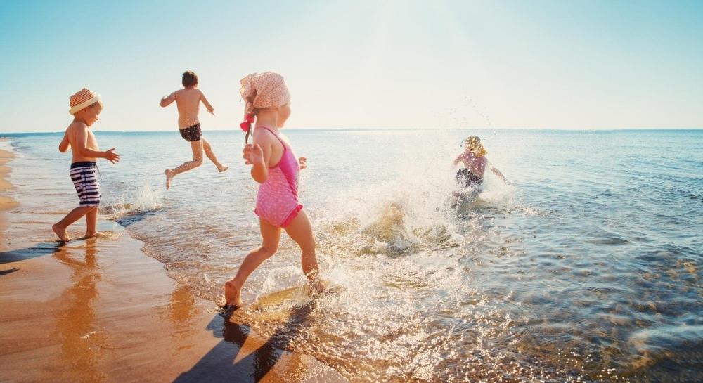 деца море