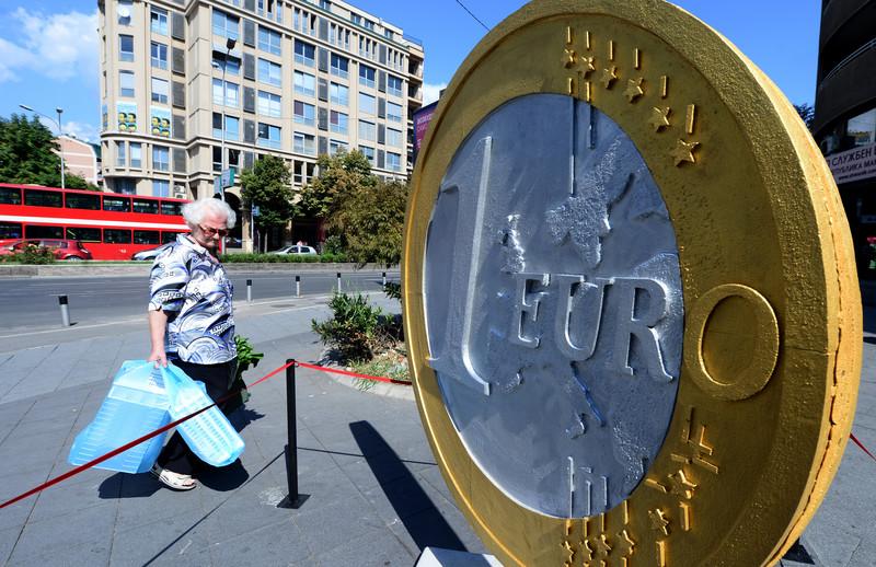 Уметничка инсталација во Скопје ; Евро, курсна листа