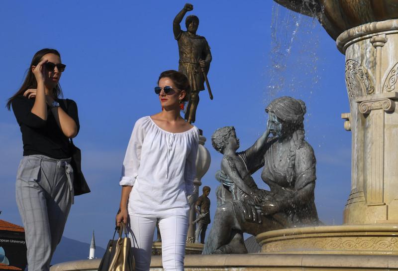 Скопје есен плоштад фонтана