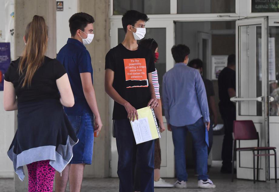 Средношколци ученици Македонија коронавирус ковид-19