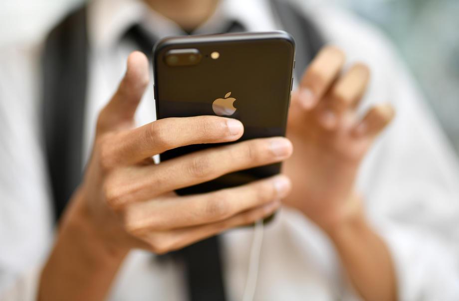 Ајфон Епл мобилен телефон