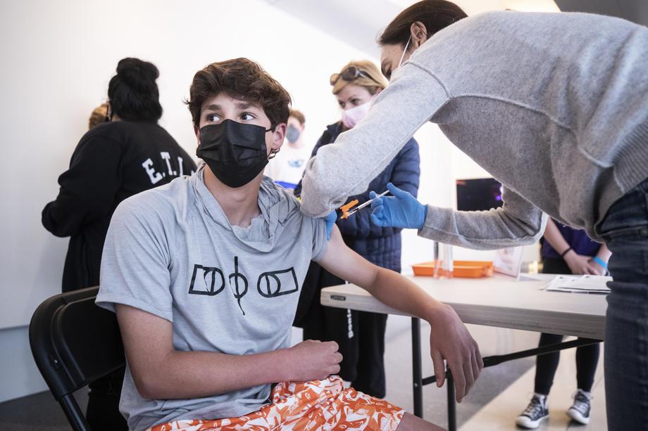 Вакцинација против ковид-19 кај тинејџер