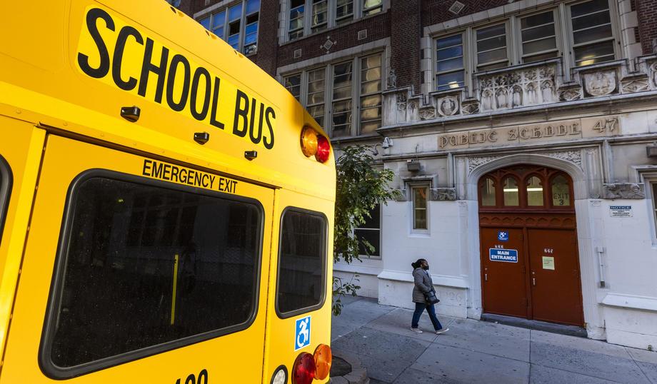 Училиште автобус САД коронавирус ковид-19