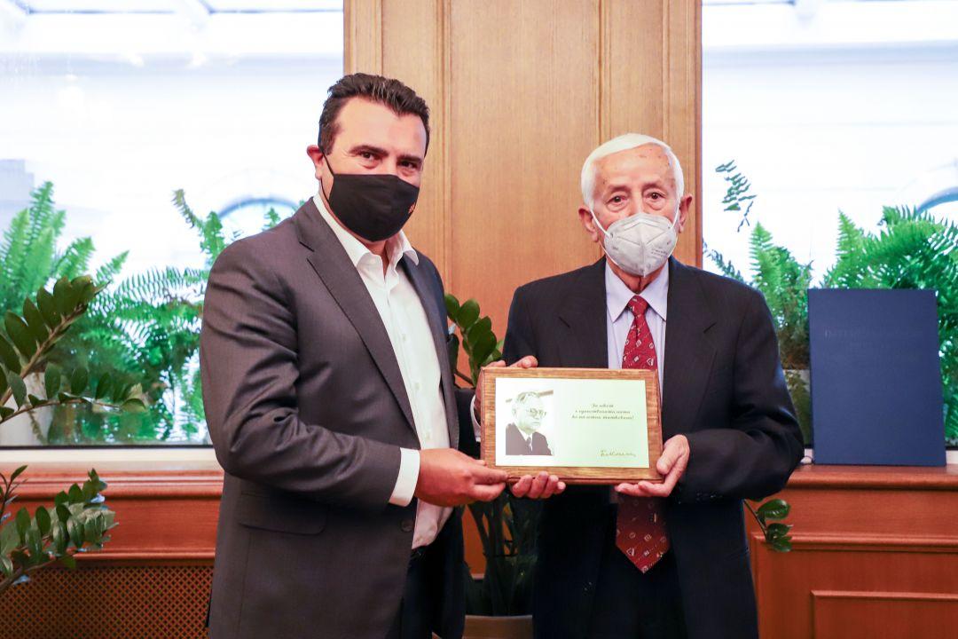 """Признание од Фондацијата """"Небрегово"""" за премиерот Заев"""